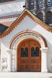 Eingang zum Gebäude in der alten russischen Art Lizenzfreies Stockbild
