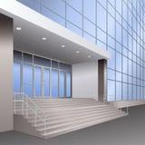 Eingang zum Gebäude mit Treppe und Lampen Stockfoto