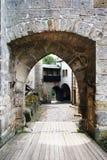 Eingang zum gotischen Schloss Lizenzfreies Stockfoto