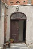 Eingang zum Haus, das Yard Lizenzfreies Stockbild
