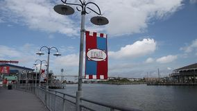 Eingang zum Kemah-Promenaden-Jachthafen stock video footage