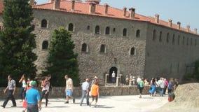 Eingang zum Kloster von St. Stephen Meteora, Griechenland stock video
