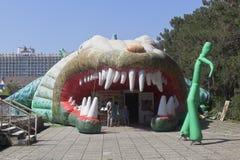 Eingang zum Krokodilbauernhof im beliebten Erholungsort von Adler, Sochi Stockbild