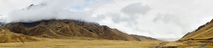 Eingang zum La Raya und Pukara, Puno, Peru lizenzfreie stockfotos