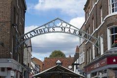 Eingang zum Markt des heillosen Durcheinanders in historischer York-Mitte, York, Y lizenzfreie stockfotografie