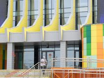 Eingang zum Omsk-Staatszirkus Lizenzfreie Stockbilder