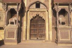 Eingang zum Rajput Palast Stockfotos