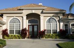 Eingang zum schönen Haus Lizenzfreies Stockfoto