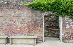 Eingang zum Schloss arbeitet im Garten, gesehen in Rye, Kent, Großbritannien Lizenzfreie Stockfotos
