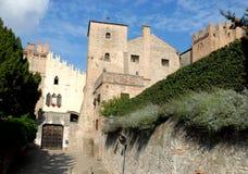 Eingang zum Schloss und seine zwei Türme in Monselice durch die Hügel im Venetien (Italien) Lizenzfreies Stockbild