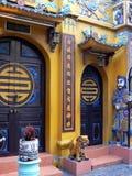 Eingang zum Tempel, Hanoi Stockbilder