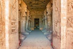 Eingang zum Tempel von König Ramses II in Abu Simbel in Ägypten Lizenzfreie Stockfotos