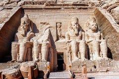 Eingang zum Tempel von König Ramses II in Abu Simbel in Ägypten Lizenzfreies Stockbild