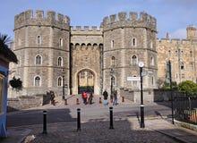 Eingang zum Windsor Schloss in England Lizenzfreie Stockfotos