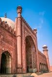 Eingang zur Badshahi-Moschee stockfotografie