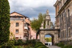 Eingang zur Kathedrale in der alten Stadt von Kamyanets-Podilsky, Ukraine Lizenzfreie Stockfotos