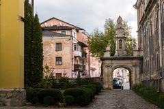 Eingang zur Kathedrale in der alten Stadt von Kamyanets-Podilsky, Ukraine Lizenzfreie Stockfotografie