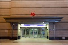 Eingang zur Moskau-Metro lizenzfreie stockfotos