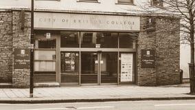 Eingang zur Stadt von Bristol College im Sepia Lizenzfreie Stockbilder