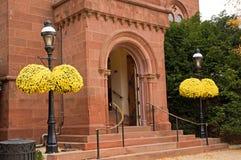 Eingang zur Ziegelsteinvilla Stockfotos