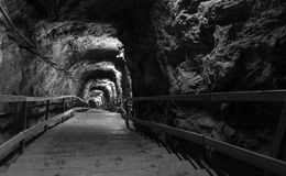 Eingangskorridor im Salzbergwerk Stockfotos