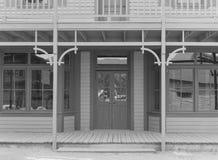 Eingangsterrasse auf altem Westgebäude Stockfotos