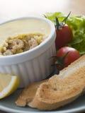 Eingemachte Brown-Garnele mit Toast und Salat Stockfotos