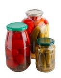 Eingemachtes Gemüse in den Glasgläsern lizenzfreie stockfotos