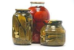 Eingemachtes Gemüse, Gurke, Tomate, Lizenzfreie Stockfotos