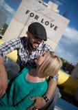 Eingerückte junge Paare stockfotografie