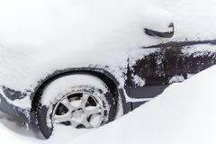 Eingeschneites car. Lots of snow on a parked car in the winter stock photo
