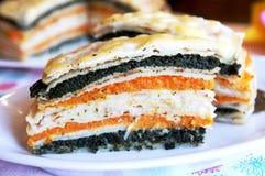 Eingeschobene Pfannkuchengemüse Torte mit Käse Stockfotografie