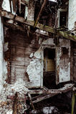 Eingestürzter Innenraum - verlassenes Haus Stockfoto