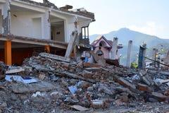 Eingestürztes Gebäude nach Erdbebenunfall Stockfotos