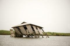 Eingestürztes Stelzehaus Stockfotos