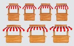 Eingestellt vom Beeindrucken mit hölzernem Marktstandstall und verschiedenem Kiosk, wenn die rote und weiße gestreifte Markise lo lizenzfreie abbildung