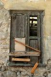 Eingestiegen herauf alten Fensterblendenverschluß Stockfotografie