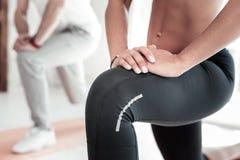 Eingestuft herauf Blick auf Frauentraining im Fitness-Club lizenzfreie stockfotografie