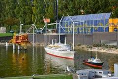 Eingestufte Replik des Dampfkreuzschiffs SS Rotterdam am Madurodam-Miniaturpark lizenzfreies stockfoto