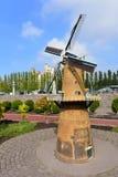 Eingestufte Replik einer Windmühle am Madurodam-Miniaturpark stockbild