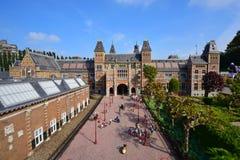 Eingestufte Replik von Amsterdam Rijksmuseum am Madurodam-Miniaturpark lizenzfreies stockbild