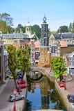 Eingestufte Replik von traditionellen niederländischen Kanalhäusern am Madurodam-Miniaturpark stockbilder