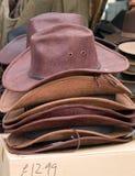 Eingewachsene Cowboyart Hüte für Verkauf lizenzfreies stockfoto