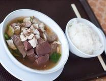 Eingeweide und Blut des Schweinefleisch geliert Suppe mit Reis Stockfotos
