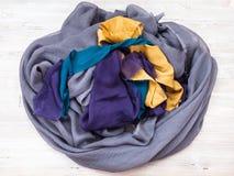 Eingewickelt genähter aber nicht schon gesäumter silk Schal Stockbilder