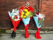 Eingewickelte Blumensträuße von Blumen Stockfotografie