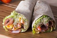 Eingewickelte Tortillasandwichrollen stockfotos