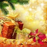 Eingewickelte Weihnachtsgeschenke Stockfotos