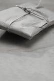 Eingewickeltes Papierpaket Lizenzfreies Stockbild