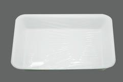 Eingewickeltes weißes Styroschaumessenstablett stockfoto